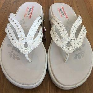 Sketchers white rhinestone thong sandals size 7